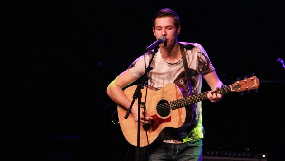 Jurre van der Linden tijdens zijn optreden.