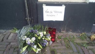 Herdenkingsplek op Botermarkt voor Franse slachtoffers IS.