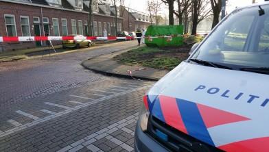 Politierechercheurs doen nog steeds onderzoek op de Zomerkade.
