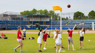 Korfbal in het honkbalstadion op de Olympische Dag in Haarlem.