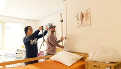 Novastudenten in de praktijkroute Verzorgende-IG bij de Janskliniek van SHDH.