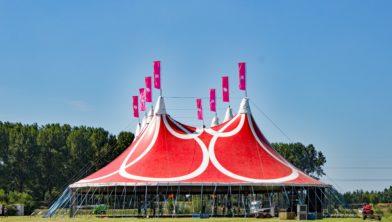 De tent op de Mysterylandcamping.