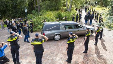 Erehaag voor de overleden agent op Westerveld.