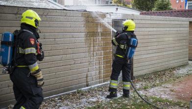Dankzij een buurman en de brandweer is het schuurtje grotendeels gered.