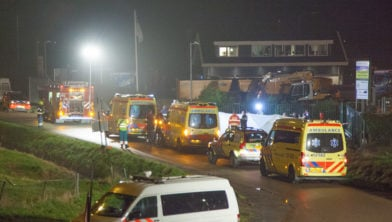 Volop ambulances in Spaarndam.