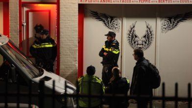 Politie inval bij de Hells Angels.