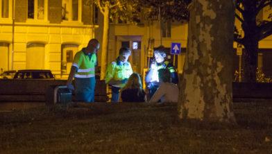 De politie spreekt de slachtoffers.