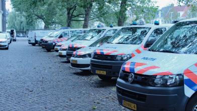 Wagenpark politie bij bureau Koudenhoorn.