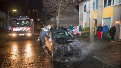 Auto total loss na brand in Nieuw Guineastraat.