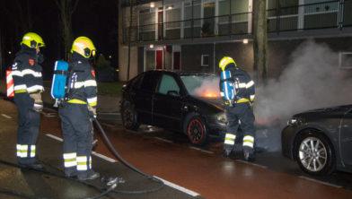De brandweer vecht tegen de vlammen op de Engelandlaan.