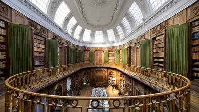 De ovale zaal  van Teylers Museum.