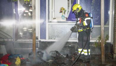 Brandweer blust de spullen van het kinderdagverblijf Hazeltje.