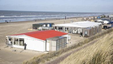 Niet afbreken en opbouwen strandpaviljoens kostenbesparende actie
