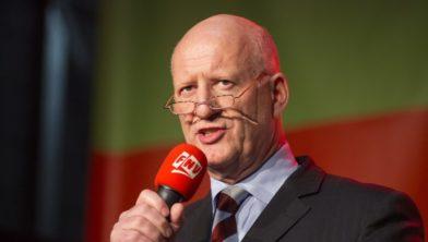 Theo Henrar tijdens de protestmanifestatie naar aanleiding van de fusie met ThyssenKrupp.