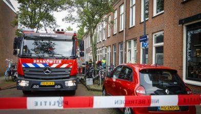 Brandweer in de Romolenstraat waar de 56-jarige Haarlemmer werd aangetroffen.