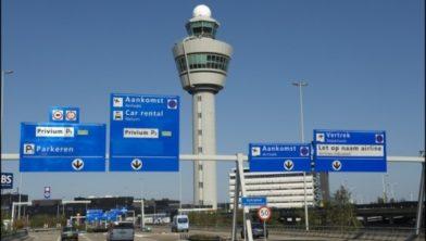 Toegang tot Schiphol.