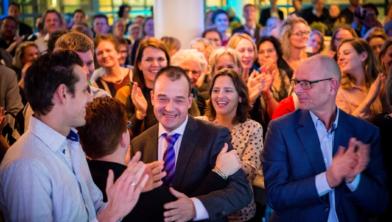 Jan-Willem Deen lacht na de bekendmaking.