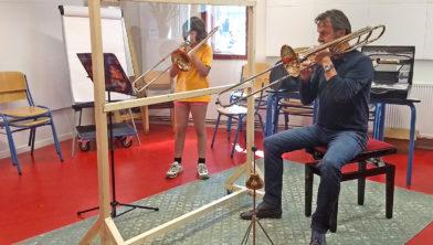 Trombonedocent Ruud Pletting en leerling  Judith