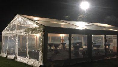 Het paviljoen is gereed, het is nu wachten op El Diego ...
