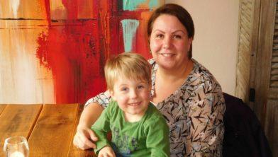 Kelly Regterschot en haar zoontje Joep