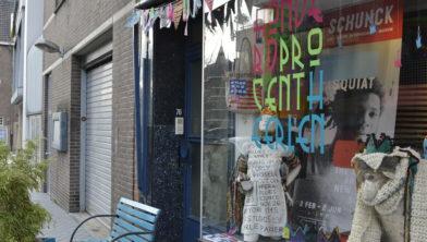 Bij 100% Heerlen wordt door jongeren hard gewerkt aan een kledinglijn geïnspireerd op de kunst van grafitti-schrijver Basquiat.