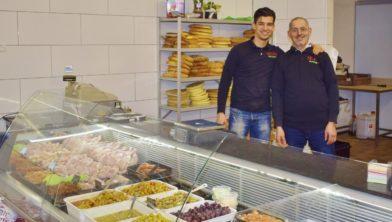 Abdessamad en vader Hoessein el Majdoub in hun Selma Market