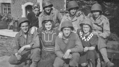 Amerikaanse soldaten op kasteel Terworm met de kinderen Knols: Jan (linksboven), Alice (midden) en Cis.
