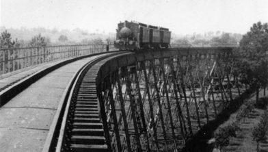Viaduct van de Stoomtramlijn Maastricht-Vaals nabij de forellenkwekerij in Gulpen, 1938.