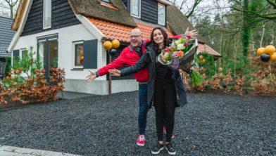 Marina wint 25.000 euro én een vakantiehuis bij Postcode Loterij.