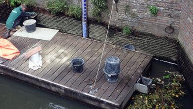 Tijdens de waterstandsverlaging wordt onder andere metselwerkonderhoud uitgevoerd.
