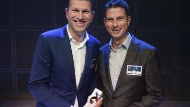 De winnaars van de Gazellen 2015 van de provincie Noord-Holland: (vlnr) Kees Verbeek en Marinus Zoutendijk van AB/OVO Media BV (categorie groot)
