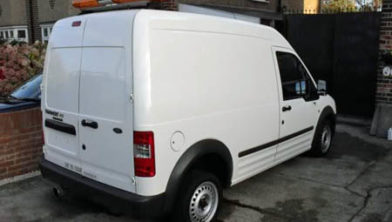 Archieffoto witte Ford Transit bus.