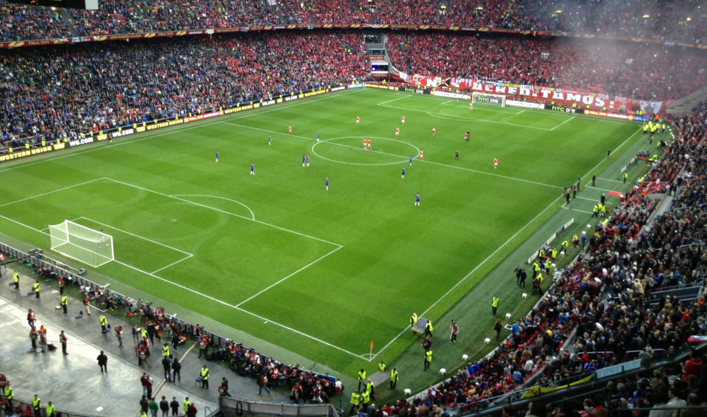 2012-13_europa_league_final_-_chelsea_fc_vs-_sl_benfica_amsterdam_arena_kick-off