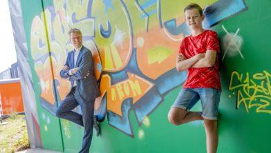 Meer dan 15 kunstenaars uit binnen- en buitenland komen naar Apeldoorn om de tunnel aan de de laan-van-zodiac te transformeren tot een graffitykunstwerk. Onder hen de 13-jarige Apeldoorner Aron Deij, die in zijn vorige woonplaats Ede geïnspireerd raakte door de geverfde tunnels en silo's op straat. Hij bracht het balletje hiervoor aan het rollen. Foto rob Voss - www.robvoss.nl