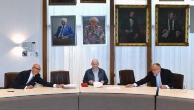 Ondertekening Initiatief Park managementcontract tussen wethouder Gerard Bruijniks en commissie Park management