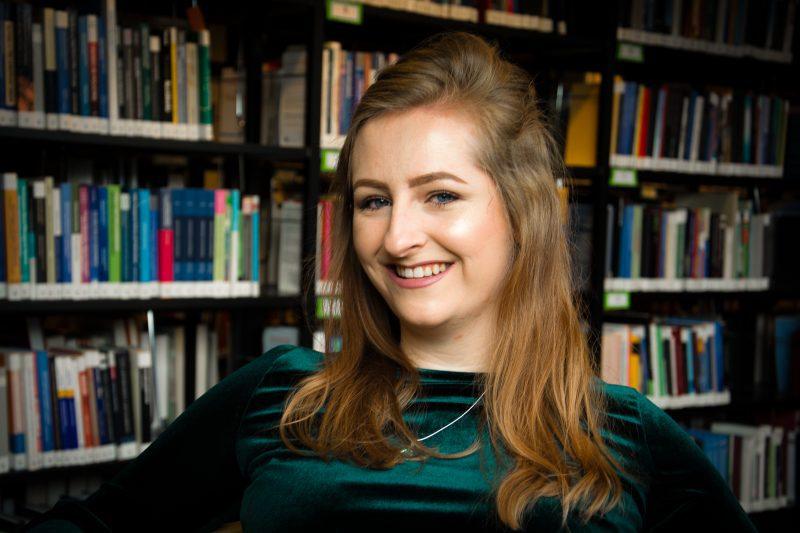 Cecile Collin, studente Nederlandse Taal en Cultuur aan de Radboud Universiteit, is verkozen tot Meest Inspirerende Student 2017 (foto: Nultweevier.nl)