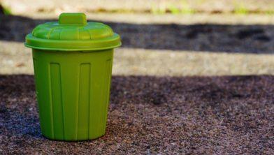 Groen afval inzamelen.