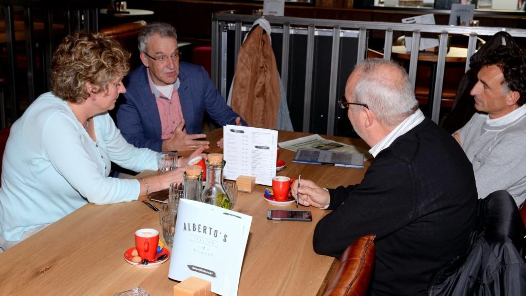(foto Harry Koelewijn) Lanting, Kroon, Graafland in gesprek met Hackmann