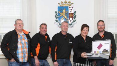 vlnr: Nico Homburg, Kees Wilgenburg, Iwan Guliker (van Guliker BV) Patricia van Loozen (gemeente Nijkerk) en Dennis Doppenberg (Guliker BV)