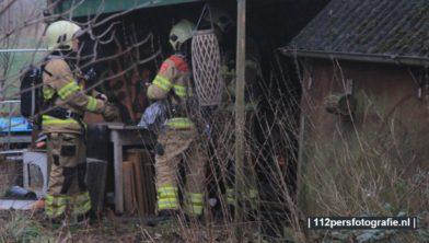 HOEVELAKEN - De brandweer van Zwartebroek werd donderdagmiddag opgeroepen voor een brand in een schuur aan de Middelaar in Hoevelaken.  Ter plaatse bleek een persoon een vuurtje aan het stoken te wezen in de schuur naast een oude boerderij. De brandweer heeft omdat de man een onveilig vuurtje aan het stoken was in de schuur de politie opgeroepen. Men heeft de man advies gegeven en zijn terug gekeerd naar hun thuis basis. De melding was gemaakt na dat voorbij gangers rook uit het dak van de schuur zagen komen.