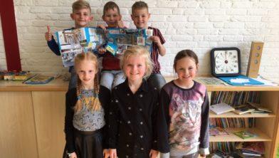 De leerlingen met de winnende collage.