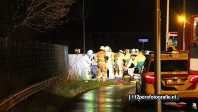 Meerdere hulpdiensten zoals de brandweer en een traumahelikopter werden opgeroepen.   Een vrachtwagen en een personenauto kwamen in botsing.   Zeker 1 persoon raakte gewond   De weg werd afgesloten.