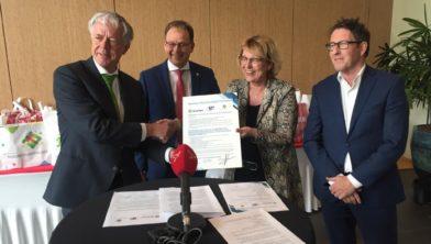 Aanbieding manifest aan CdK Leen Verbeek.