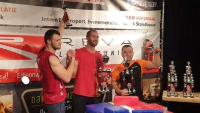 In het midden winnaar Tom Holland.