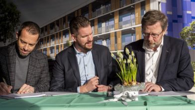Het ondertekenen van het contract