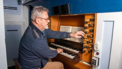 Organist Bart Abbes