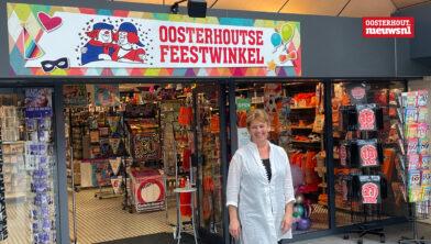 Astrid voor haar nieuwe winkel