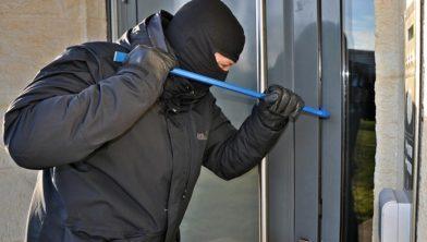 Bij een slecht beveiligde deur is een inbreker snel binnen