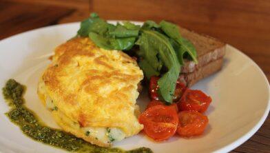 Een heerlijke omelet als lunch bij De Haar
