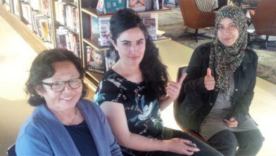 Bina, Nurgul en Bhoutaina kennen de namen van de vingers.